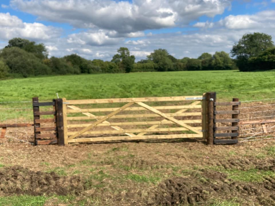1000m of stock netting and gates near Devizes